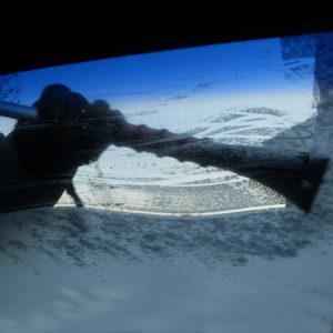 Defrosting the windscreen scrapper