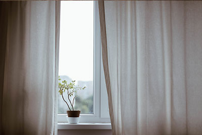 keep your home warm methods energy saving tips curtains windows cold night